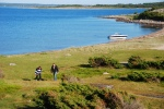 På denna ö vandrade vi fram och tillbaka, till två olika burkar. Får fanns det också.